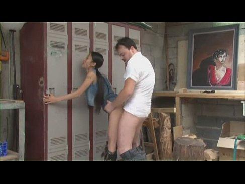 看起來清純的農村少女居然靠賣淫為生擅長野外打炮