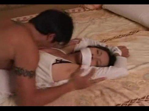 瞎子美女獨自在家她的好友把她綁床上強姦