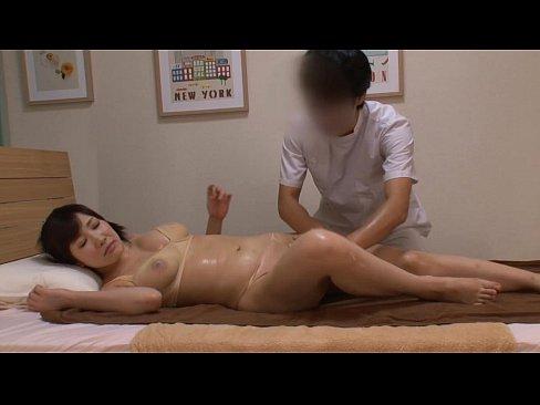 【マッサージ】手マンが大好きなエロマッサージ師がもっともらしく整体し...