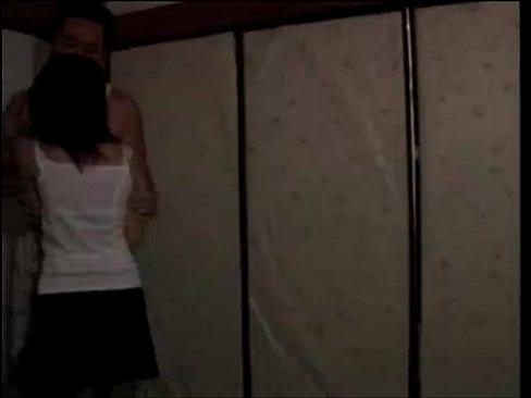 【ヘンリー塚本】禁断の近親相姦セックス。お椀型巨乳の若い女との燃え上...