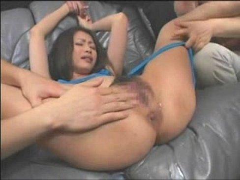 【xvideos】巨乳で四十路熟女の、友田真希の3P凌辱潮吹き電マ4P...