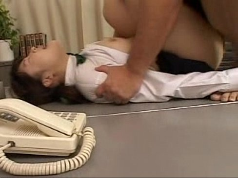 【JCロリ】鬼畜な体罰教師の性活指導で職員室で犯され中出しされる制服...
