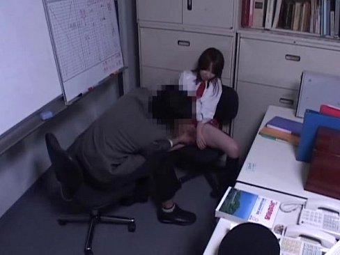 【無料エロ動画】万引きした学生に社会の厳しさを教えるために生中出し性暴...