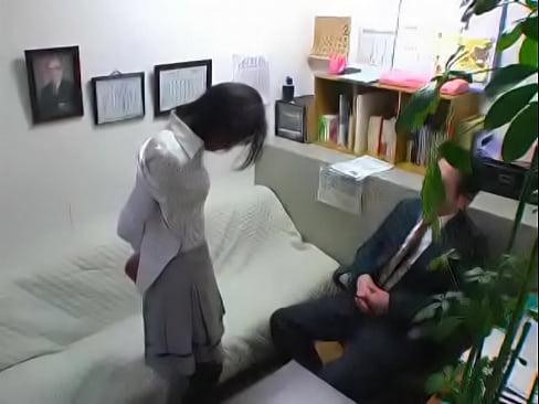 下着姿で土下座させられた女教師がヤバいww校長の目の前で服を脱がされてブラジャー姿で・・・