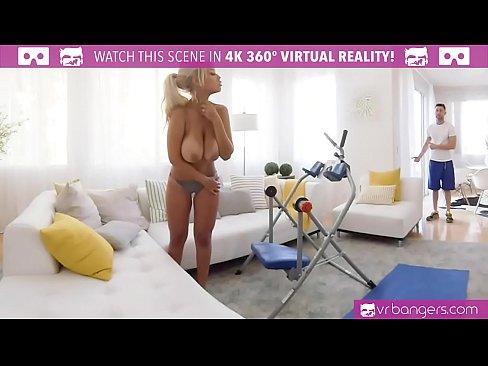 Filme Porno Gratis Cu Blonde O Prinde In Sani Goi Pe Varasa