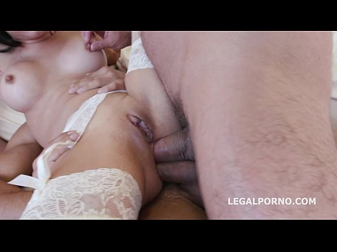 Gape addicts Francys Belle & Ginger Fox rough DAP balls deep and squirting
