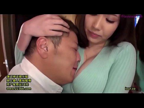 [巨乳]爆乳美人人妻の生活の1シーンを盗撮しつつその件で脅してハメるエロ動画!!