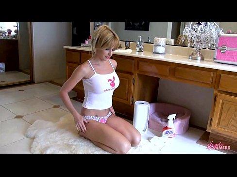 Hot babe on bathroom floor masturbating 9 min HD