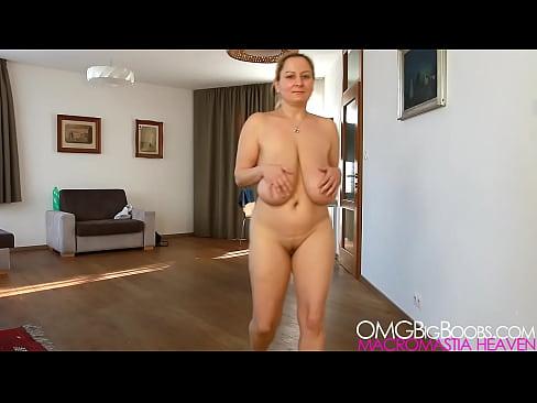 3d redhead milf on her knees sucking cock 3