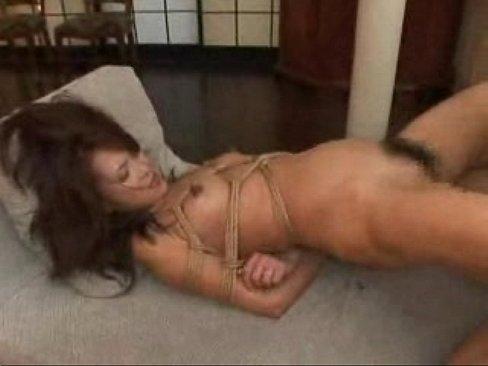 【緊縛熟女動画】麻縄で縛られオナホ状態で好き放題に犯されるスレンダー人妻