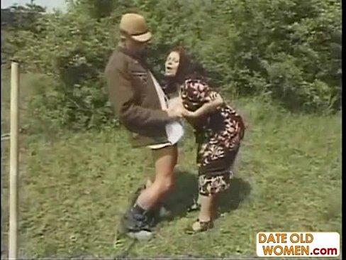порно бабуль в деревне фото