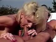 Meme baise avec le cure femme bodybuilding baise avec une grosse bite
