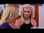 Stepmom licks lesbian babe before scissoring