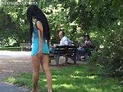 desnudandose en el parque a plena luz del.