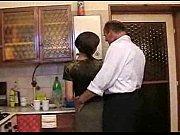 Inceste entre papa et sa fille dans la cuisine - pornheed.com