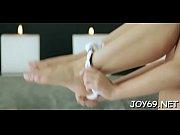 solo hottie fingers her nice gap