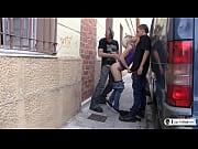 la pornostar espa&ntilde_ola nora barcelona asalta a dos.