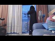 exhibe en niqab devant un grutier