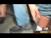 Jeune salop fille en mini jupe sexy