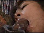 熟妻を無理やり寝取らせる旦那。旦那に他人棒から放出されたザーメンを顔中に塗られ屈辱に耐える熟妻。拒否し続けるも、他人からされるクンニが気持ち良すぎて、妻は受け入れてしまう。