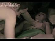 Image fille habille et nu les plus gros seins nus sexe bisous sur la bouche