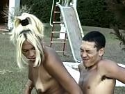 Belle femme 40 ans petit seins nu recits épilée percée nue dans la rue