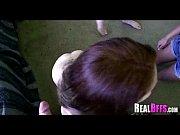 смотреть видео как женщина застенчиво снимает трусики