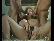 Adolescent kelsey anal chanter baiser boire manger