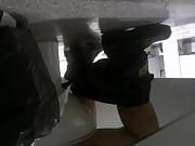 Gordo culon de seguridad espiado en el ba&ntilde_o