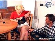 attractive blond bimbo gets her wet.