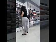 Rica culona en shopping big booty big ass