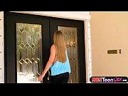 Stepmom seduces vulnerable teengirl for hot lesbian sex