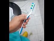 cogiendo con cepillo