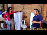 Morena cavala seduzindo t&eacute_cnico de tv casado