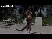порно видео голубоглазая молодая блондинка тащится от темпераментного торчка