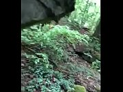 Mann fickt Junge im Wald