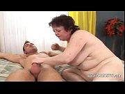 Simone la salope elle lui doigte le cul