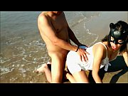Punheta na praia mexicana de biquíni