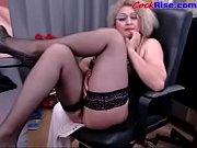 красивая голая грудастая фигурная девушка
