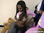 Grosse salope qui avale elle montre ses seins en public