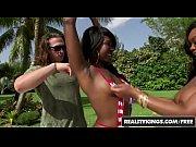 лезбиянки целуютца порно видео