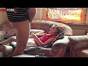 видео как девушка дрочит себе пизду
