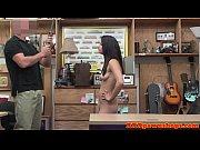 Un bronzage sexy jeune fille sur la fille nudde videos de sexe