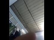 Levrette sauvage salope sous le bureau