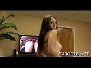 жена принимает душ видео