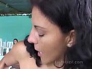 Patroa peidando na cara da empregada