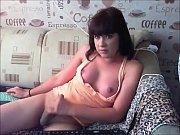 Il est tout nu dans le lit de sa soeur bella maia nua