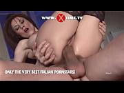 Photo erotique nue de dos il regarde sa femme posant toute nue sur une estrade