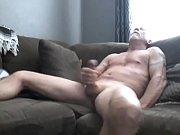 толстозадый транс на диване