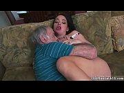 сестра застукала брата дрочащим порно